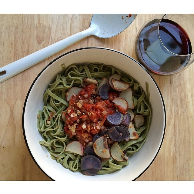 Spinach And Lemon Linguine With Tick Spiced Shallot & Tomato Sauce And Baked New Potato Slivers