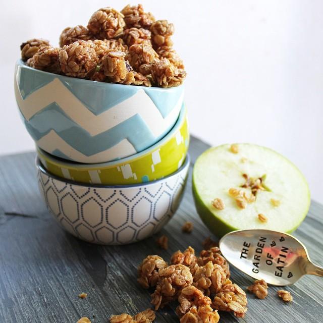 Mini Apple Cinnamon Granola Bites