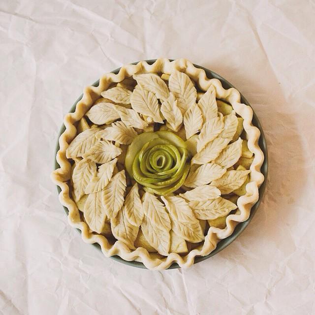 Rose Apple Wreath Pie