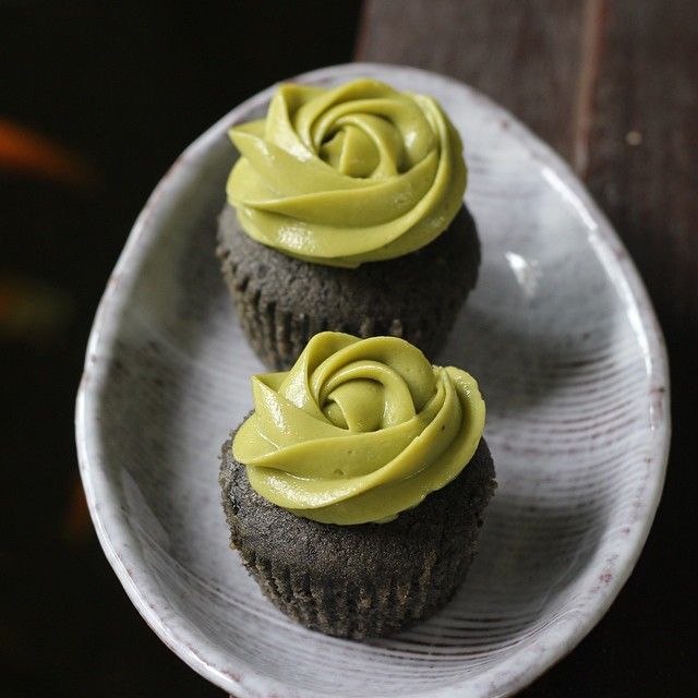 Black Sesame Cupcakes With Matcha Cream Cheese Frosting