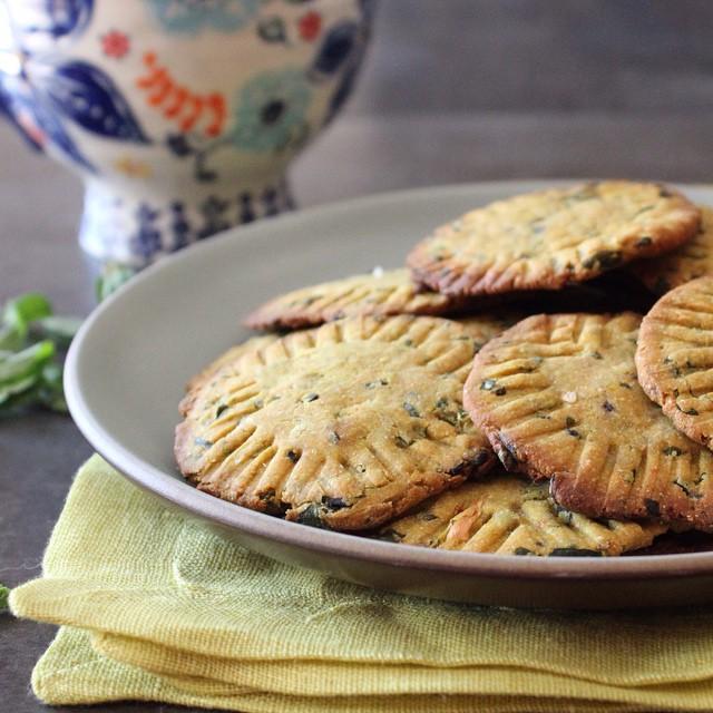 Baked Fenugreek Chips (bajra Methi Puri)