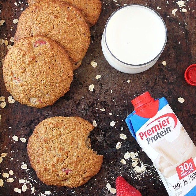 Gluten-free, Protein-packed, Strawberry Oatmeal Cookies