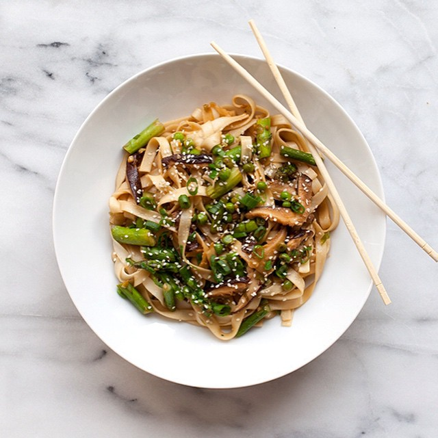 Vegan Udon Noodle Stir-fry With Asparagus, Shiitake Mushrooms, & Peas