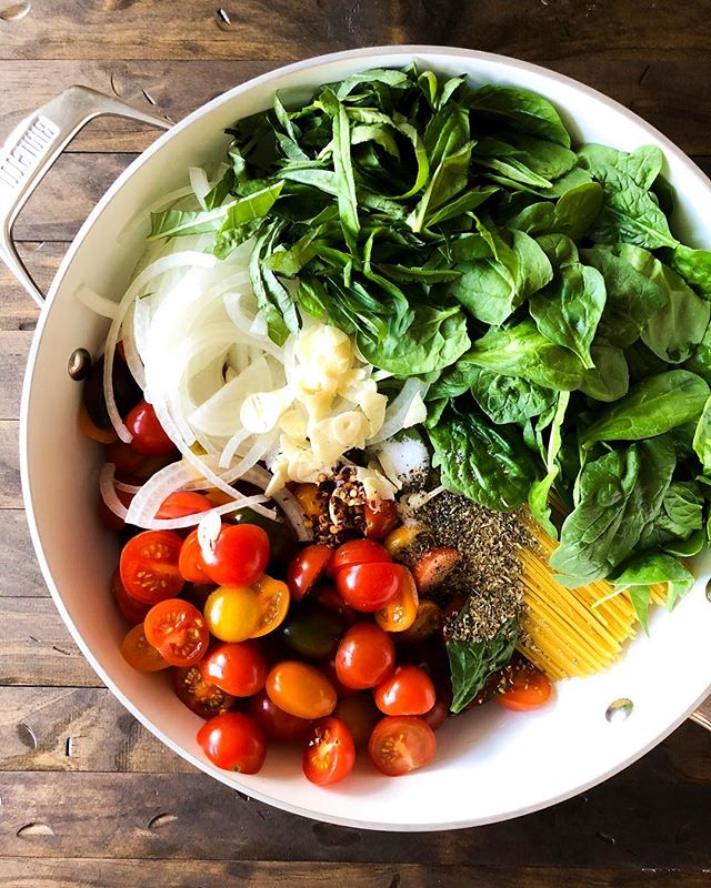 One Pot Pasta with Cherry Tomatoes and Oregano