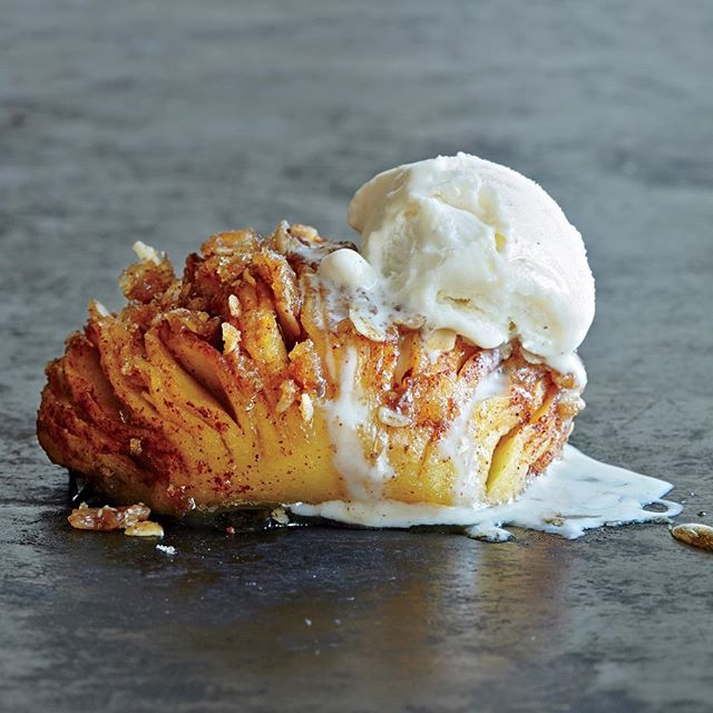 Hasselback Apples With Cinnamon, Oats & Low Fat Vanilla Ice Cream
