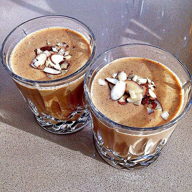 Almond Cacao Smoothie