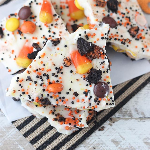 Candy Corn Candy Bark. Layers of cookies, candy corn and peanut butter candies. I love @wiltoncakes…