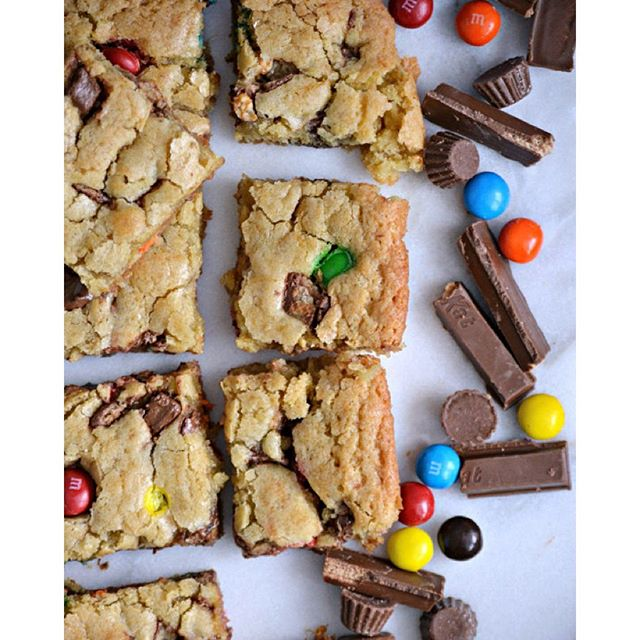 Loaded Halloween Candy Cookie Bars!  Because Mondays are good days to treat yoself to sweets.