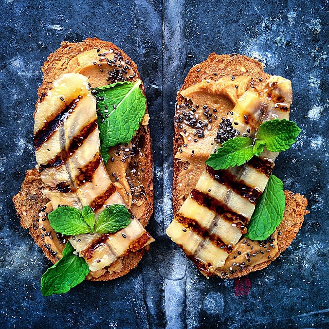Grilled Banana, Peanut Butter, Chia Seeds & Mint!