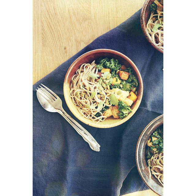 a recipe for miso + red curry soba noodle bowls