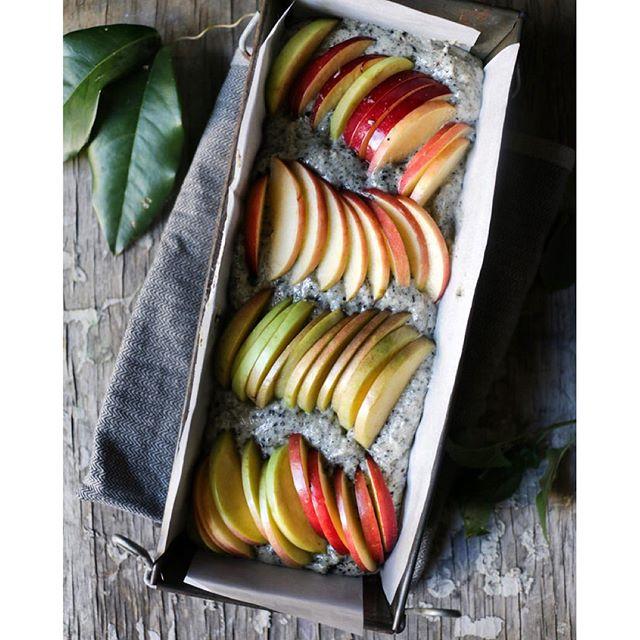 Black Sesame & Apple Cake With Flakes Almonds