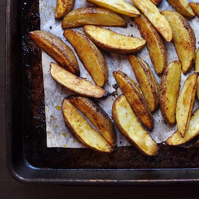 Oven-baked Potato Wedges