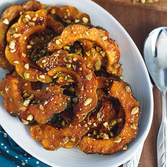 Move over sweet potato, there's a new side dish in town! Ginger Miso Roasted Acorn Squash with…