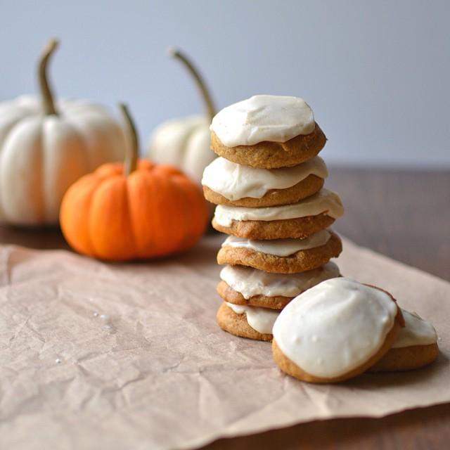Pumpkin & Cinnamon Cookies With Brown Butter Frosting