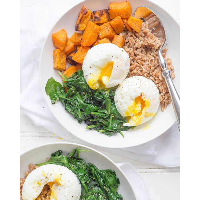 Curried Sweet Potato, Spinach, & Farro Breakfast Bowls