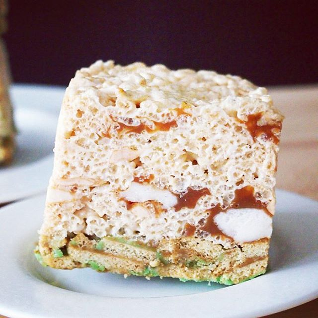 Caramel Apple Rice Krispies Treats With A Chocolate Cookie Crust And Caramel Marshmallows