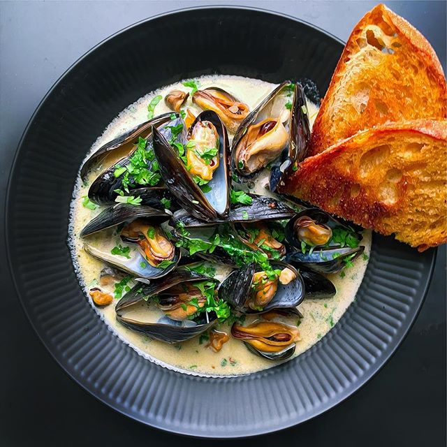 Mussels In Beer, Apple Cider And Fennel