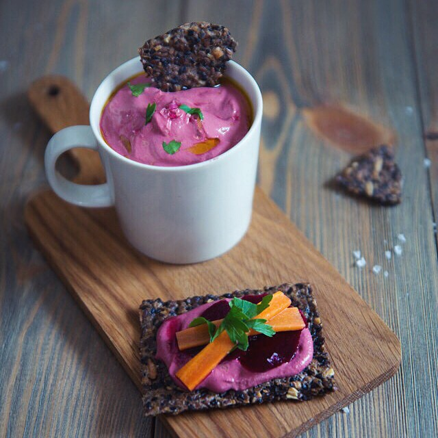 Beetroot Pesto Hummus (raw)