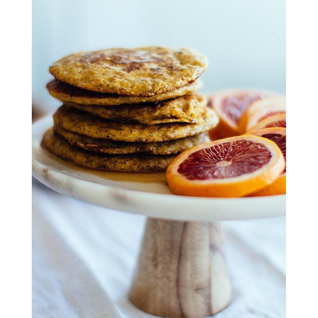 So excited to share these citrus polenta and olive oil pancakes! They're vegan + gluten-free and oh…