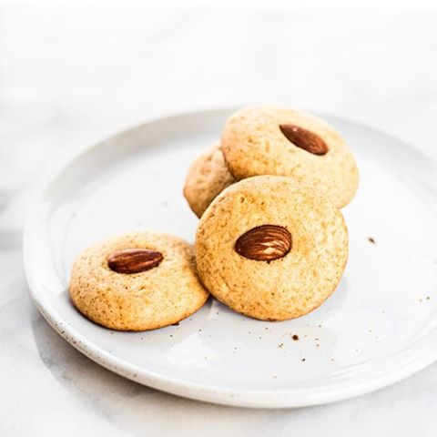 We're having Chinese New Year Cookie Party! Checkout these Honey Almond Cookies and 14 other…
