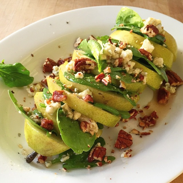 Pear & Spinach Blue Cheese Salad