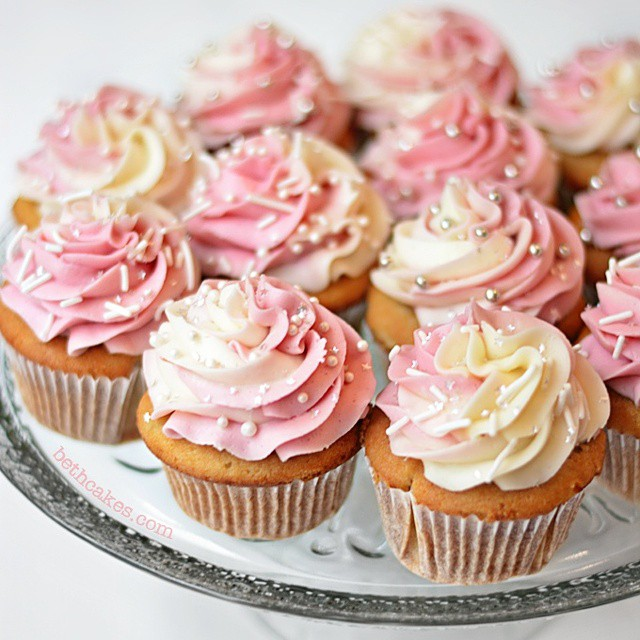 Champagne Cupcakes With Pomegranate & Champagne Swirl