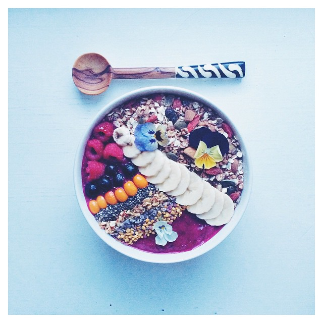 Crispy Breakfast Bowl With Banana, Black Currants, Beetroot, Acai & Yogurt