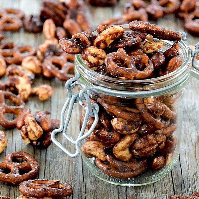 Beer Spiked Sweet And Spicy Nut Mix With Pretzels