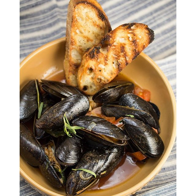 Garlic, Tarragon And Beer Steamed Mussels • Ashley Covelli