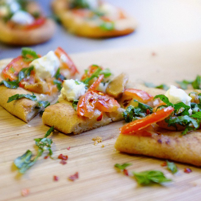 Sous Vide Garlic Confit Flatbread Pizza