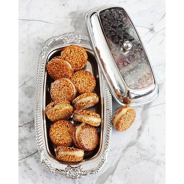 Sesame Sandwich Cookies With Halva Cream
