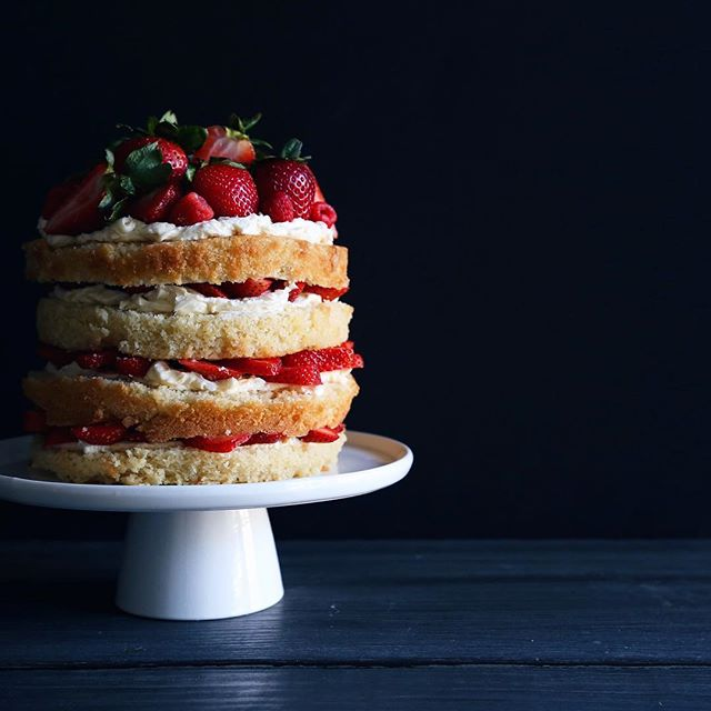 How To Make Strawberry And White Chocolate Cake