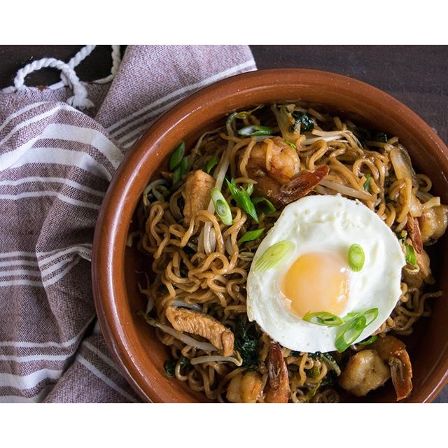 Indonesian Shrimp And Chicken Fried Noodles (mie Goreng)