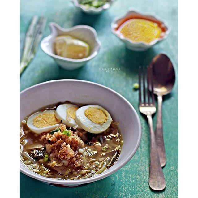 East Javanese Chicken Soup (soto Ambengan)