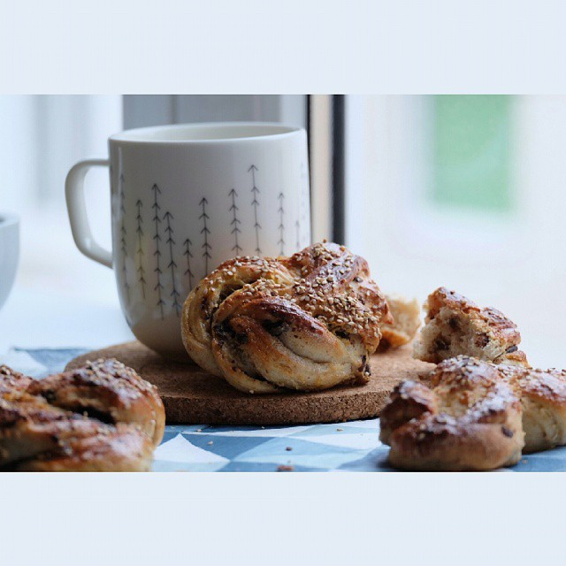 Long breakfast today included these cardamom buns from @gkstories.  I used sesame seeds instead of…
