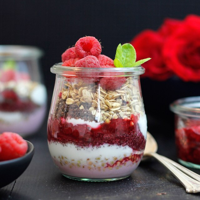 Need an afternoon #snack? Make a batch of these #Chai #Chocolate Crumble & #Raspberry #Parfaits…