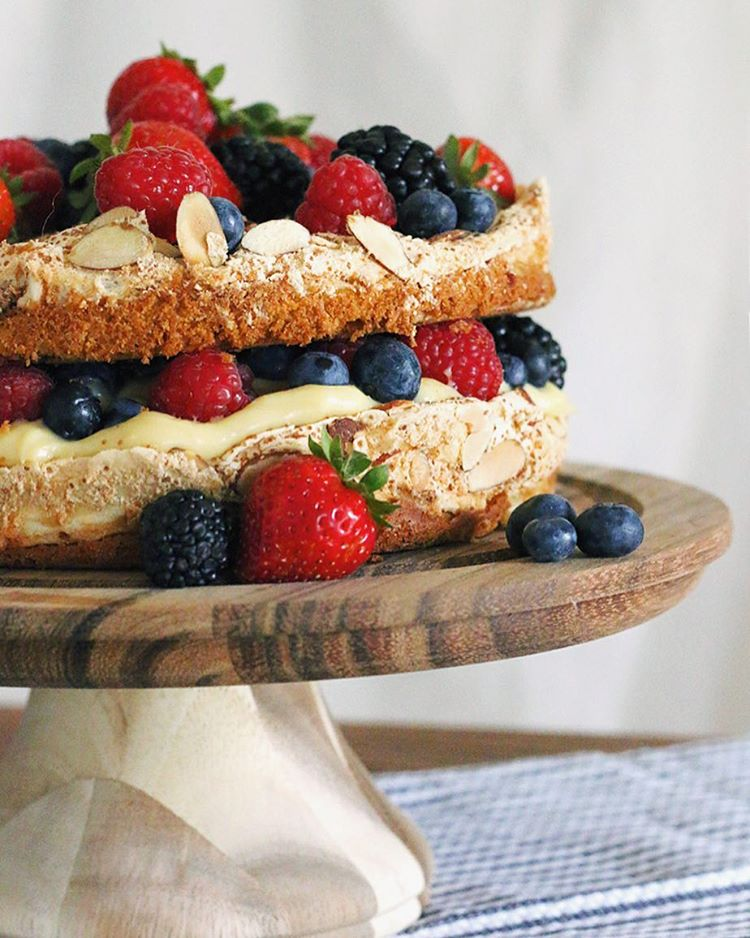 Berry season has got me dreaming of this dreamy Berry Blitz Torte. Search #blitz on…