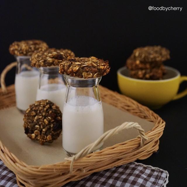 Healthy Oatmeal Chocolate Banana Cookies