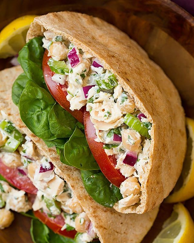 One of my new favorite healthy lunches - Tuna and Chickpea Pita Pocket Sandwiches! No cooking…