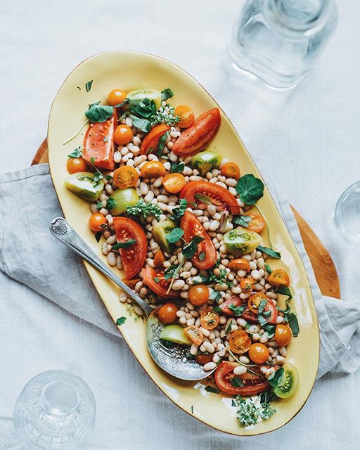 White Bean And Tomato Caprese Salad With Lemongrass And Basil