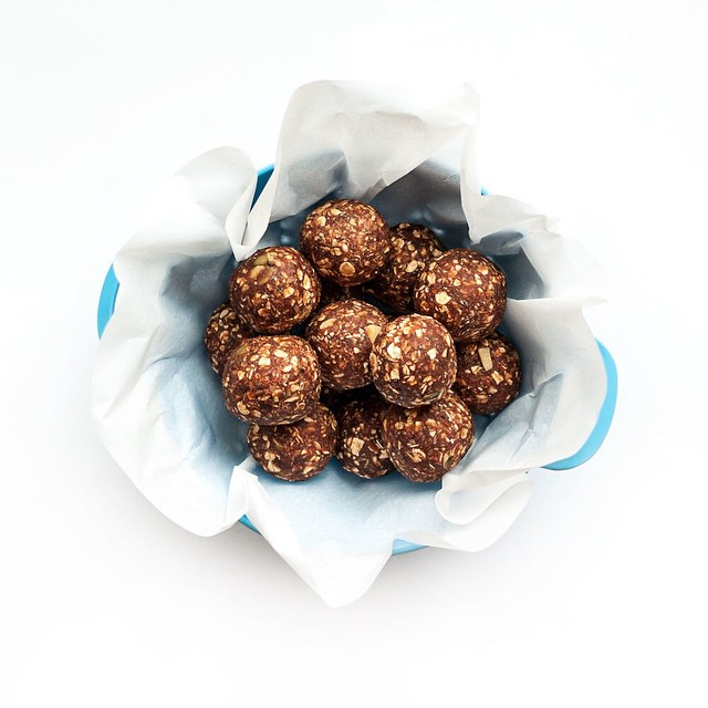 Dates & Chia Power Bites