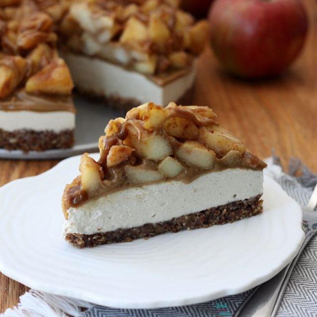 Caramel Apple Cheesecake With Pecan Crust