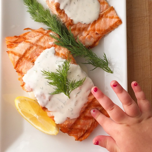 Grilled Salmon With Lemon And Dill Sauce
