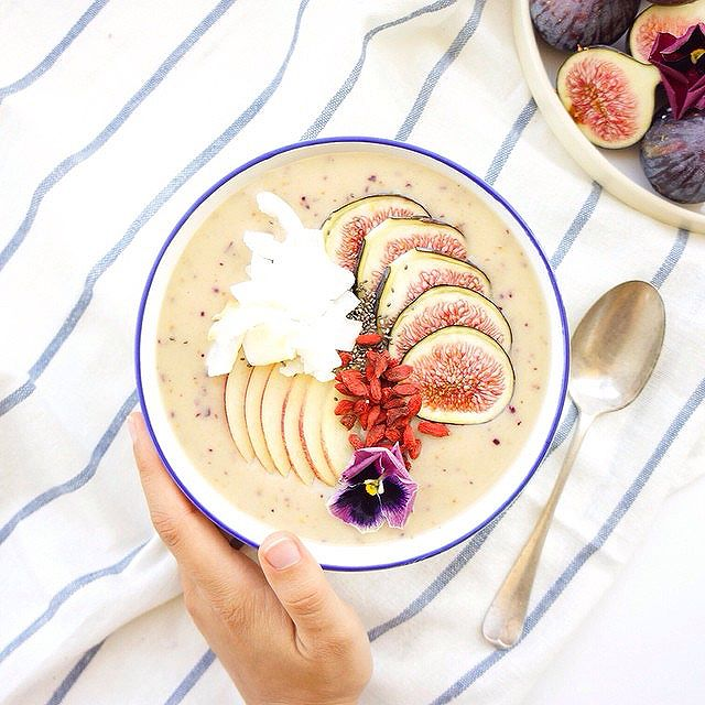Fresh Fig & Banana Smoothie Bowl