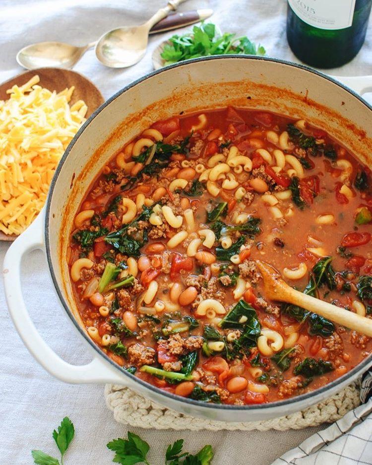 I made you Smokey Chili Mac! But it's a soup. It's a Smokey Chili Mac SOUP. With freaking kale. Are…