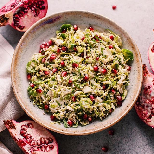 Pomegranate Brussels sprouts salad! A healthy & delicious side dish perfect for your Thanksgiving…
