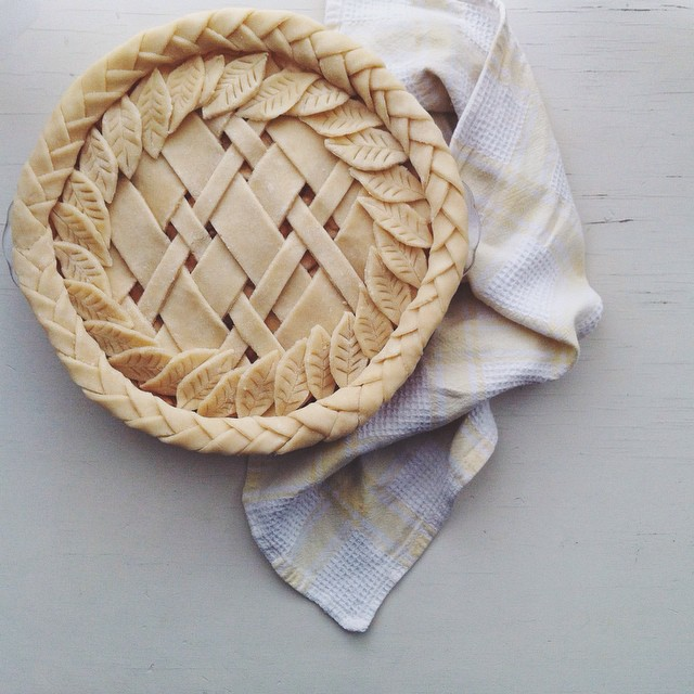 Braided-diagonal-lattice-leaf-foliage Pie