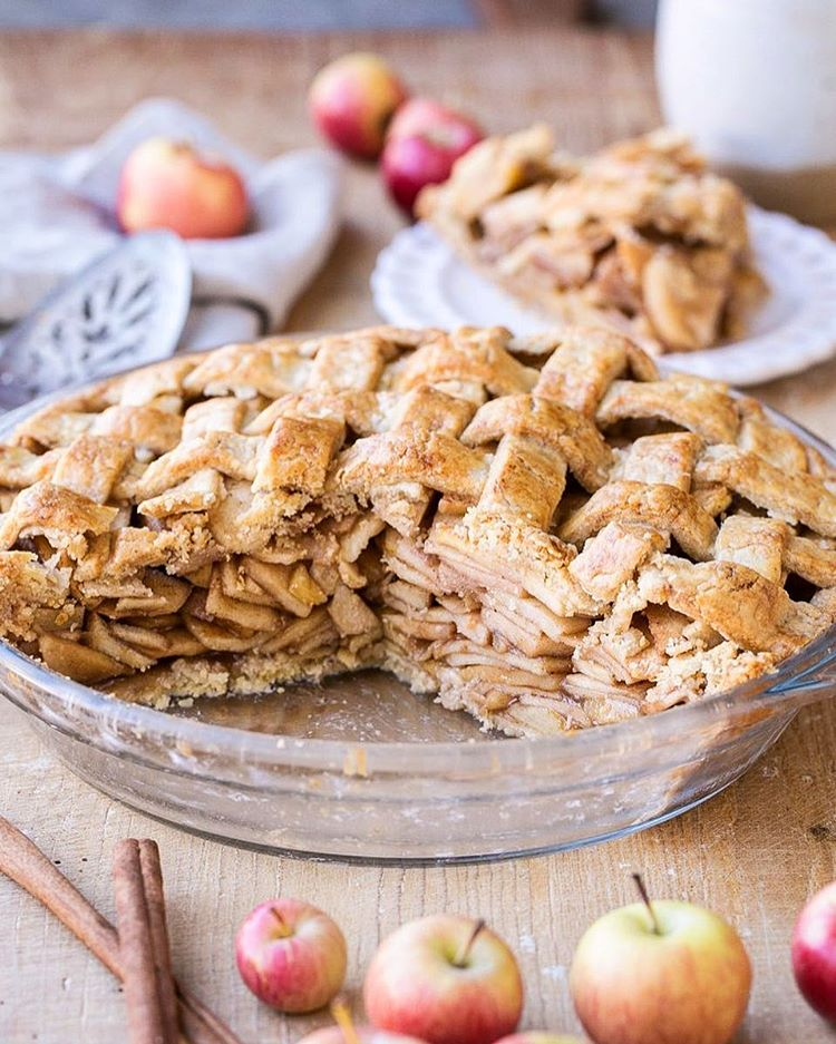 Who wants a slice of #Paleo Apple Pie tonight?! Loaded with spiced apples, tucked into the flakiest…