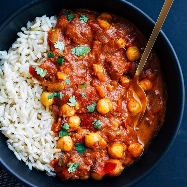 If you're like me then you're currently craving easy meals that will warm you from your head to down…
