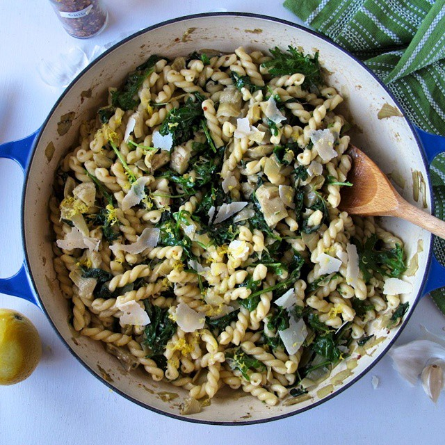 Garlicky Kale & Artichoke Pasta